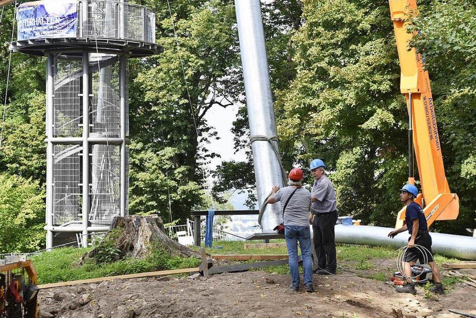 Aufstellen der Stahlstützen am Schlossbergturm (Foto: Thomas Kunz)