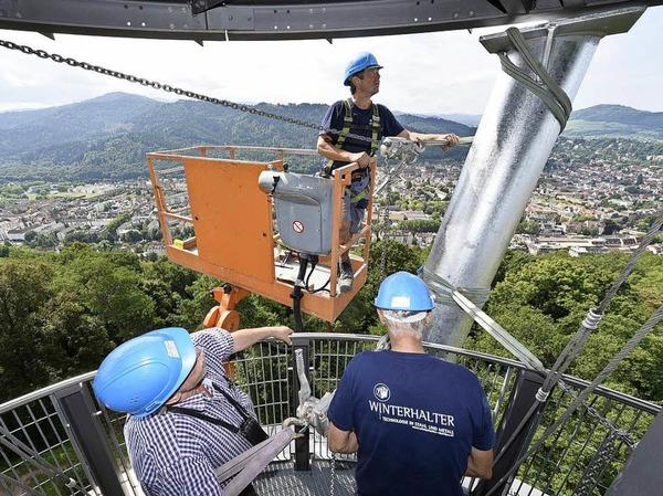 Aufstellen der Stahlstützen am Schlossbergturm