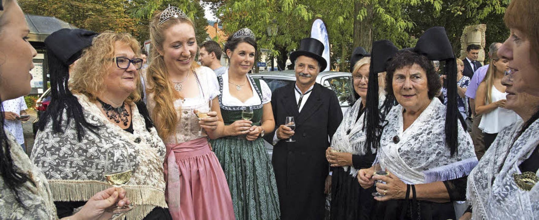 Weinprinzessin Hannah Herrmann (Dritte... im Kreise Markgräfler Trachtenträger   | Foto: Volker Münch
