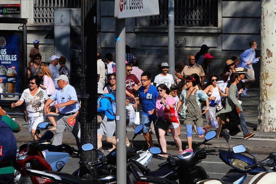 Auf Barcelonas Flaniermeile Las Ramblas hat es einen Terroranschlag gegeben. (Foto: dpa)