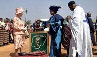 Was Elisabeth II. auf ihren weltweiten Reisen geschenkt bekam