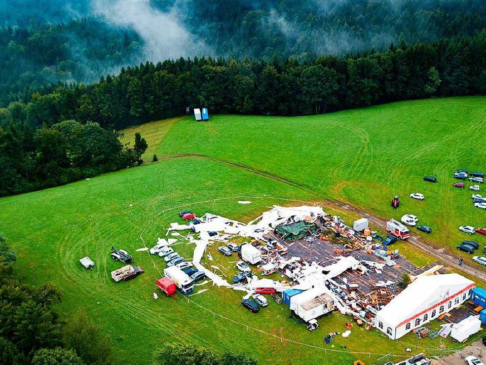Das Volksfest in St. Johann am Walde endete in einer Tragödie.  | Foto: dpa