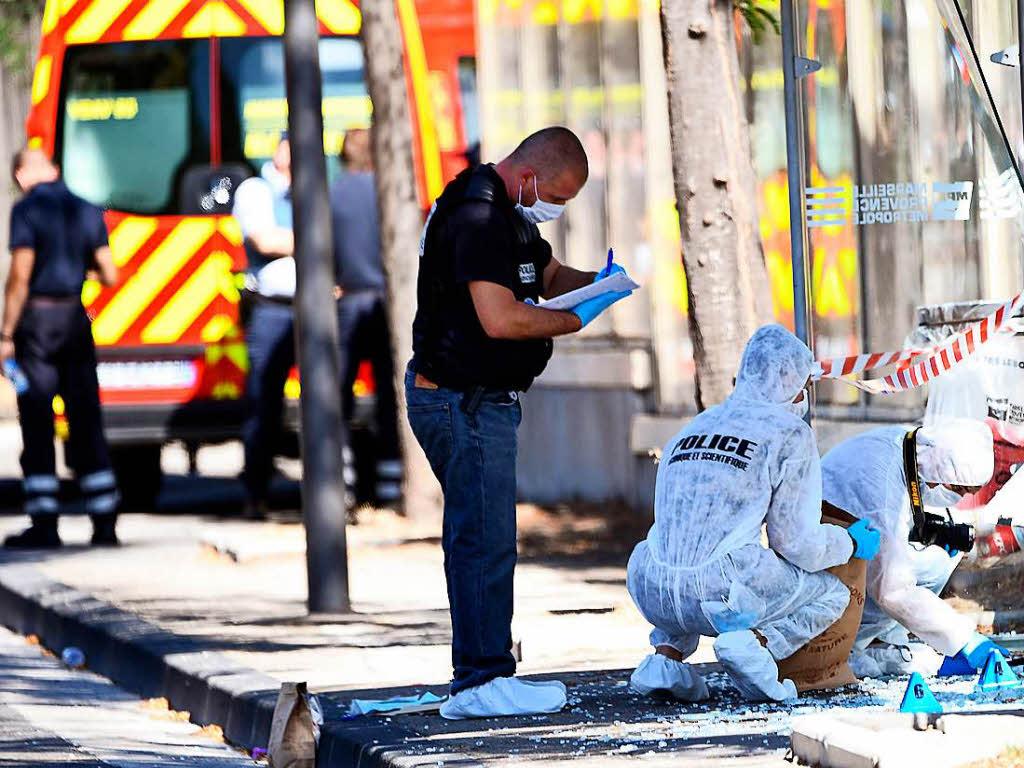 Auto rast in zwei Bushaltestellen in Marseille - Anwohner sollen Gegend meiden