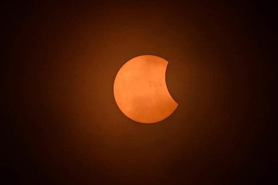In anderen Teilen der USA, Nord- und Mittelamerikas sowie in Teilen Westeuropas war die Finsternis nur partiell: Der Mond verdeckte nur Teile der Sonne. (Foto: AFP)