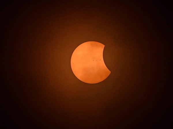 In anderen Teilen der USA, Nord- und Mittelamerikas sowie in Teilen Westeuropas war die Finsternis nur partiell: Der Mond verdeckte nur Teile der Sonne.