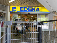 Edeka-Markt nimmt ausländliche Produkte aus dem Regal