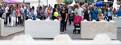 Breisach stellt Betonsperren beim Weinfest auf