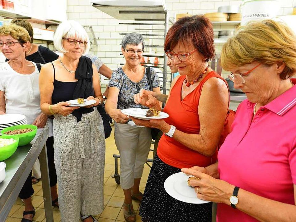 """""""Schmeckt super"""", so lautet das Urteil der Teilnehmerinnen.    Foto: Rita Eggstein"""