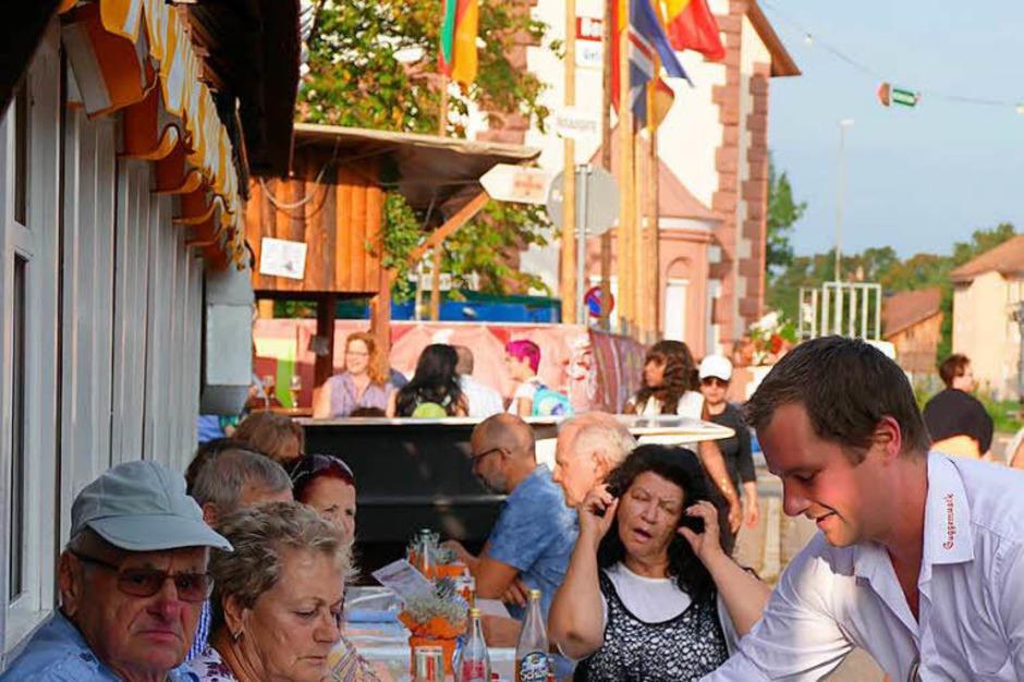 Von Freitag bis Sonntag ging das 50. Trottoirfest über die Bühne, mit Eröffnung, Fassanstich, Bands, Sparkassenempfang und Bewirtung (Foto: Ingrid Böhm-Jacob)