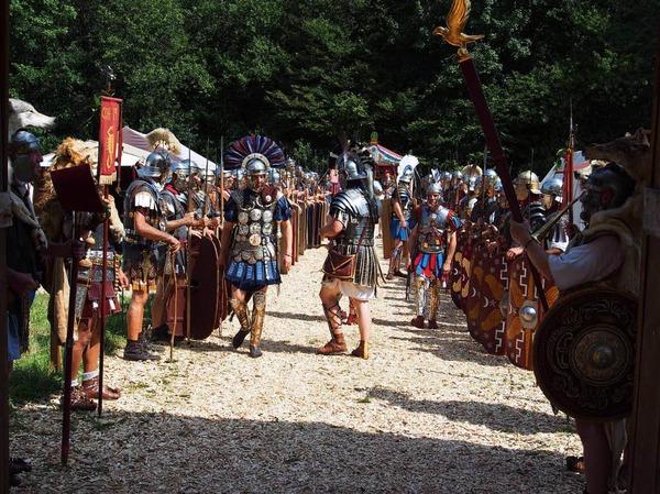 Alle Wege führen nach Augusta Raurica: Das Römerfest lockte am Wochenende wieder scharenweise Fans des alten Rom in den Kanton Baselland.
