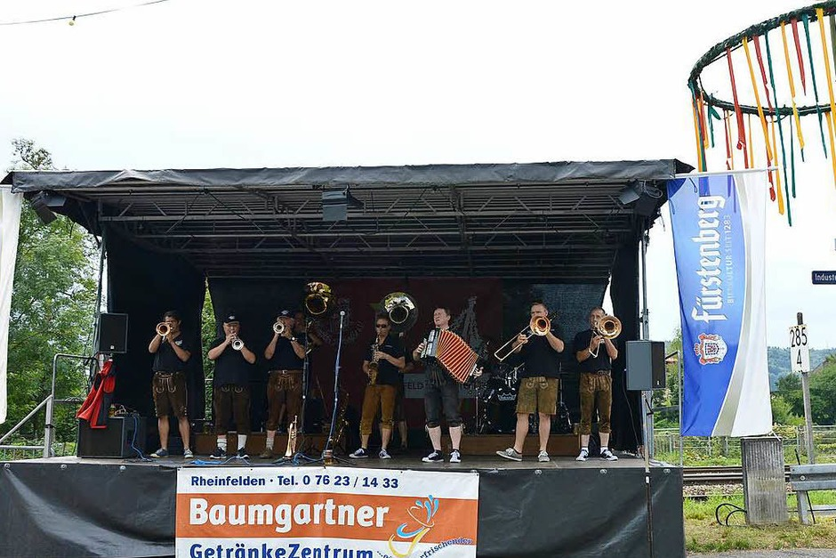 Von Freitag bis Sonntag ging das 50. Trottoirfest über die Bühne, mit Eröffnung, Fassanstich, Bands, Sparkassenempfang und Bewirtung (Foto: Horatio Gollin)
