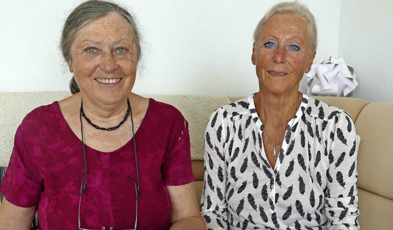 Wanderwartin Gisela Gern (links) freut...neue Wanderführerin gewonnen zu haben.  | Foto: Max Schuler