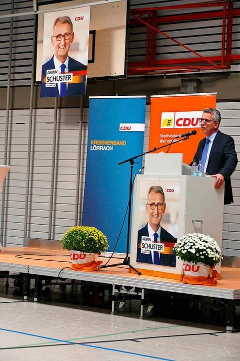 Rede von Thomas de Maizière in der Mehrzweckhalle in Ötlingen  | Foto: Kathrin Ganter