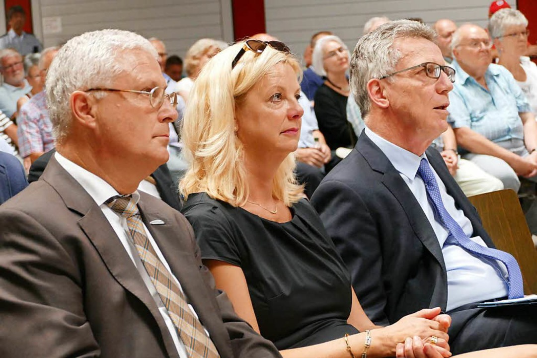Wolfgang Dietz, Kathrin Schuster und Thomas de Maizière  | Foto: Kathrin Ganter