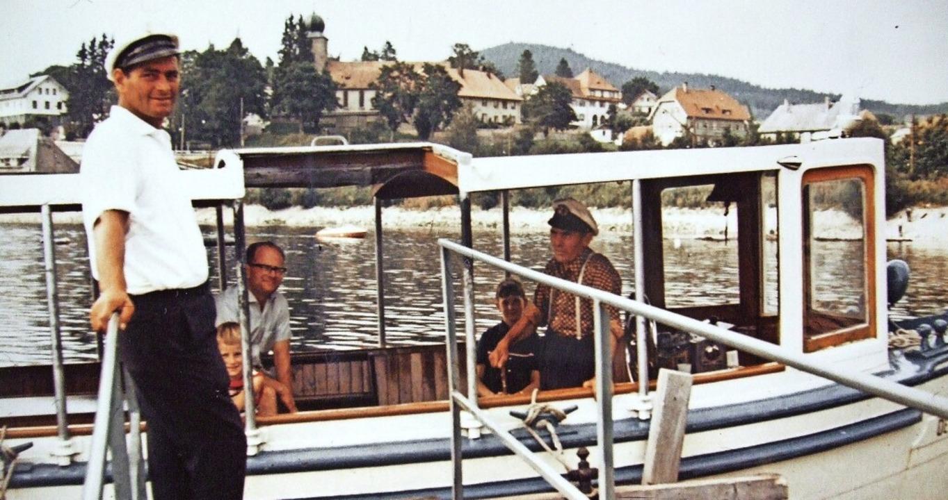"Sommer 1963: Die ""Deutschland&#8...hwiegersohn Eugen Isele am Anlegesteg.  | Foto: privat"