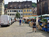 Für die Touristen: Markt-Transporter sollen vom Münsterplatz verschwinden