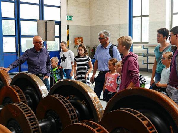 Besichtigung der DB-Regio-Werkstatt in Freiburg im Rahmen von B. Zettis Ferienspaß