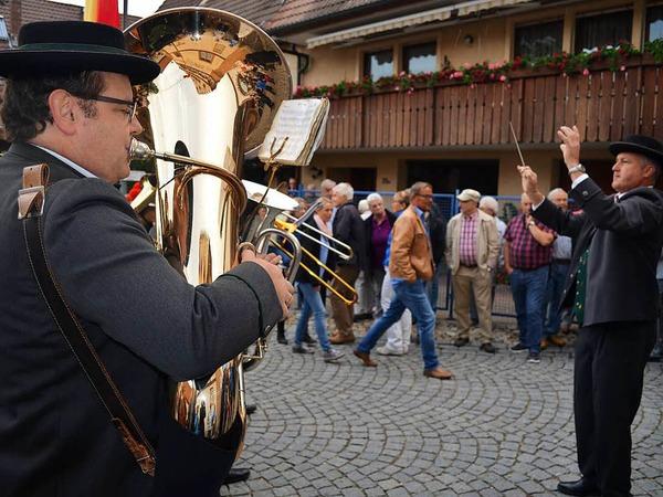 Alexander Horst dirigiert seine Musiker.