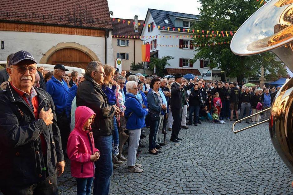 Zur Eröffnung gibt's das Badnerlied. (Foto: Nikola Vogt)