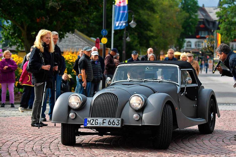 Schön anzusehen die Form und die Details der Morgan Sportwagen aus alter und neuer Zeit (Foto: Wolfgang Scheu)