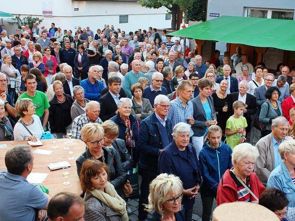 Schon zur Festeröffnung am Freitagabend sind viele Besucher nach Merdingen gekommen