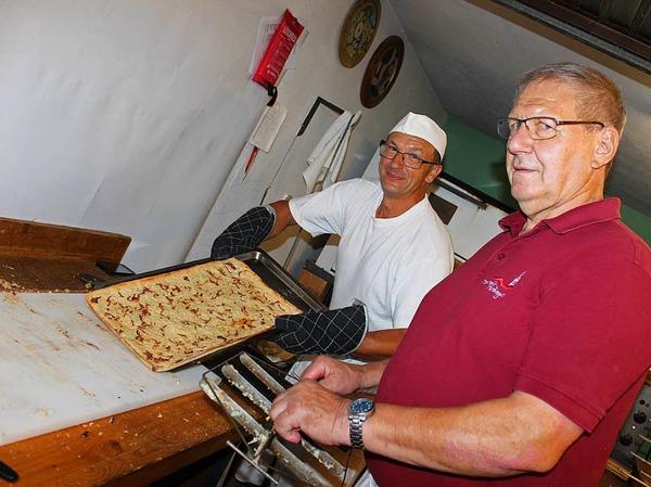 Der Männergesangverein sorgt für Nachschub beim Zwiebelkuchen