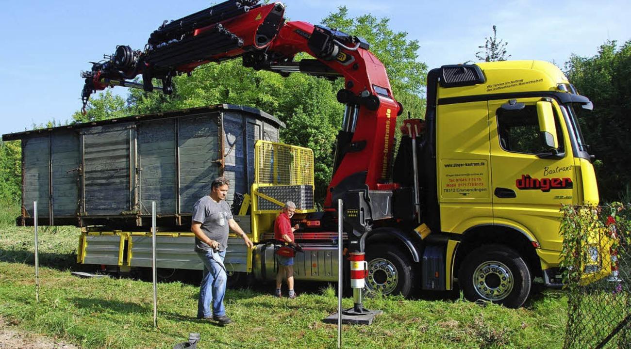 Jetzt ist der vier Tonnen schwere Wagg... seine Reise nach Nordrhein-Westfalen.  | Foto: privat