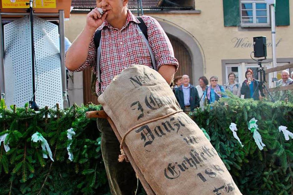Beim Brauchtumsnachmittag am Samstag: Eine Sackkarre mit Holzrädern und Fruchtsack darauf (Foto: Manfred Frietsch)