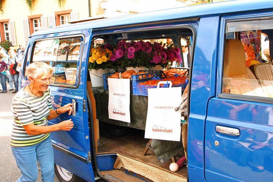 Beim Brauchtumsnachmittag am Samstag: Anni Schwerzer mit ihrem Marktbus. (Foto: Manfred Frietsch)