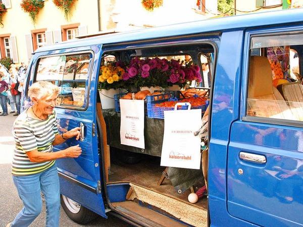 Beim Brauchtumsnachmittag am Samstag: Anni Schwerzer mit ihrem Marktbus.