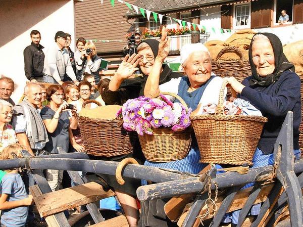 Beim Brauchtumsnachmittag am Samstag: Der Marktfrauen auf dem großen Marktwagen.