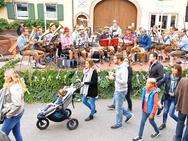 """Unermüdlich: die """"Luttlinger"""" Musikanten am frpühen Samstagabend auf der Freibühne."""