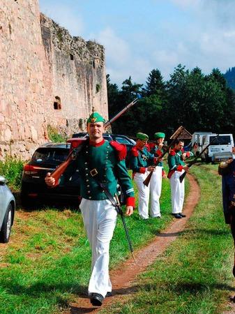 Die Freiburger Bürgerwehr auf dem Weg zur Burg