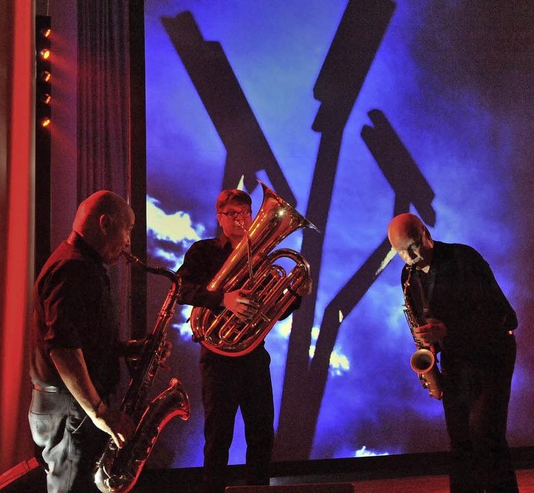 Auch in der Steinhalle war das Spektak...ich sorgten für bunten Klang zum Licht  | Foto: Markus Zimmermann