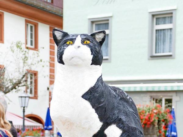"""""""Stadtkater Felix"""" erzielte bei der Versteigerung am Sonntag mit 3100 Euro die höchste  Summe von allen Kunstwerken."""