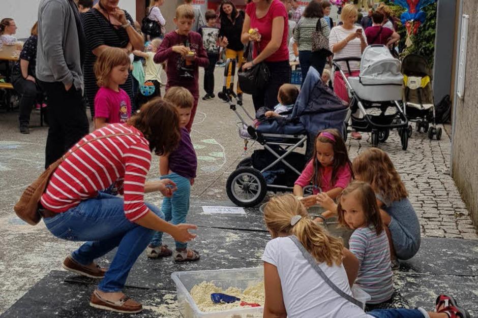 Die Kinderangebote am Montag, dem vierten Tag des Gassenweinfestes, finden viel Anklang bei den jungen Familien. (Foto: Julius Steckmeister)