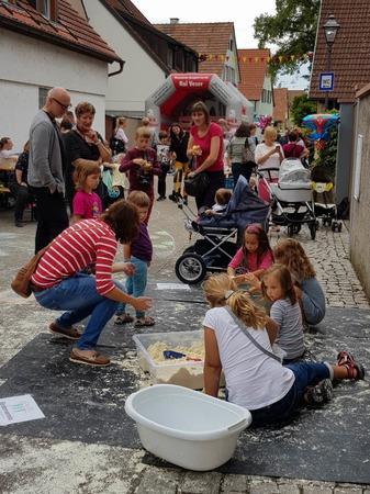 Die Kinderangebote am Montag, dem vierten Tag des Gassenweinfestes, finden viel Anklang bei den jungen Familien.