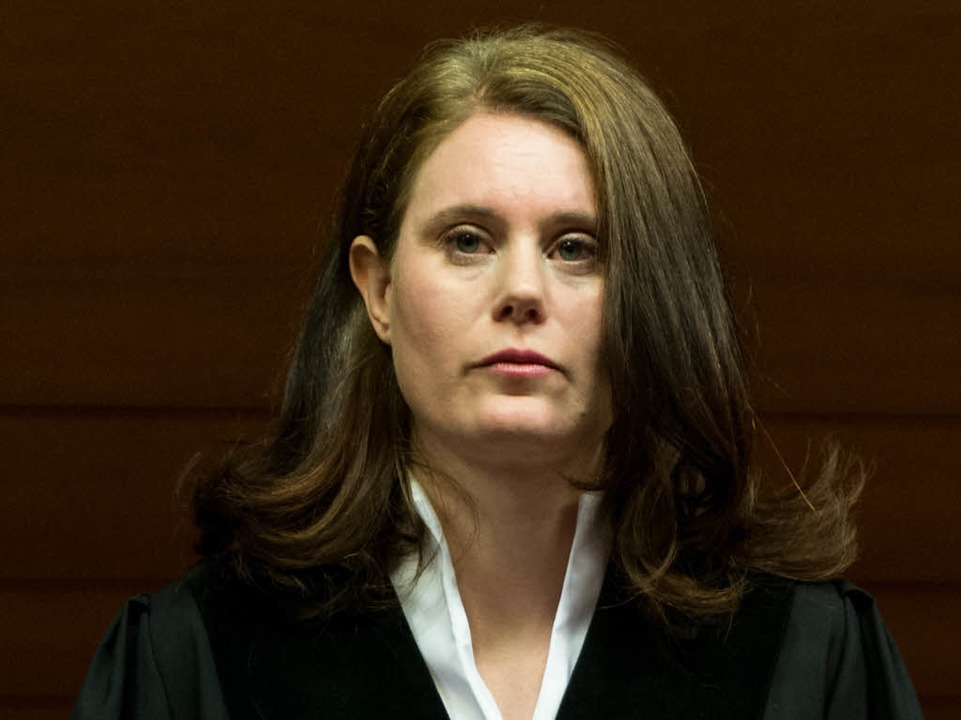 Richterin Kathrin Schenk ließ keine Störungen im Gerichtssaal zu.  | Foto: dpa