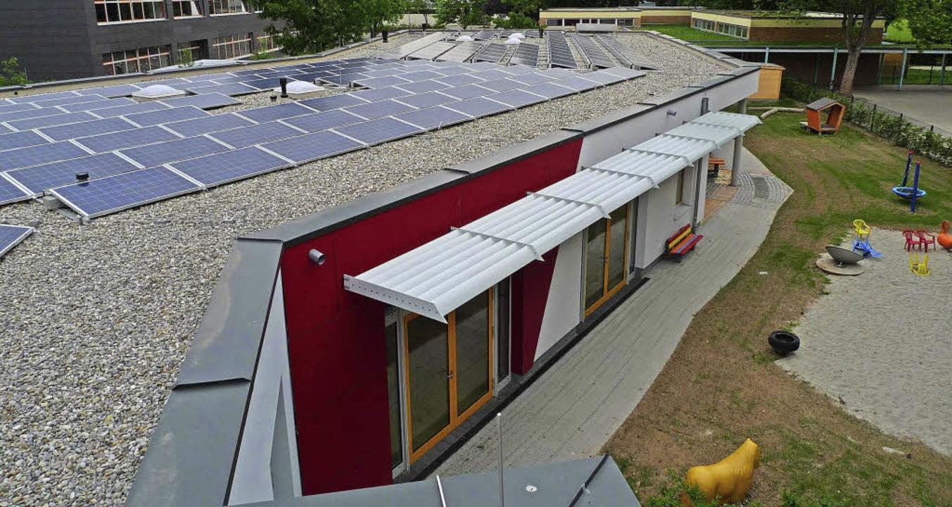 Eines der von Bürgern finanzierten  Pr...aik auf dem Dach des Familienzentrums.  | Foto: Stadt Emmendingen