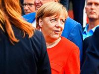 Merkel bei Wahlkampfauftritt in Heidelberg mit Tomaten beworfen