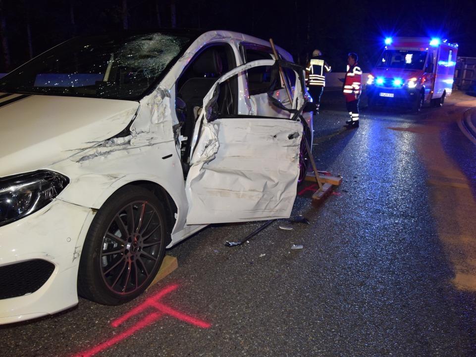 Der LKW kollidierte mit dem Mercedes.   | Foto: kamera24