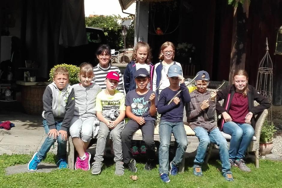 Auf eine Abenteuerreise mit Andrea Wenz aus Kippenheimweiler machten sich neumn Kinder aus Kippenheim auf. Vom Jugendzentrum in Kippenheim aus  ging es zu Fuß nach Kippenheimweiler, verbunden mirt vielen Informationen zum Ort. (Foto: privat)