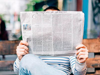 Deutsche informieren sich im Fernsehen und bei Zeitungen