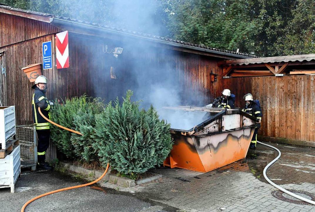 Bei den Lahrer Werkstätten brannte ein Container.    Foto: Wolfgang Künstle