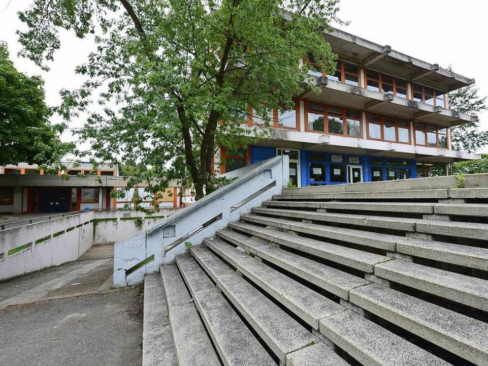Der Gebäudekomplex wurde 1972 gebaut. ...nd die Gemeinde Missionswerk Immanuel.  | Foto: Ingo Schneider