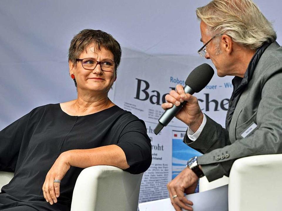 Leni Breymaier im Gespräch mit Stefan Hupka.  | Foto: Michael Bamberg