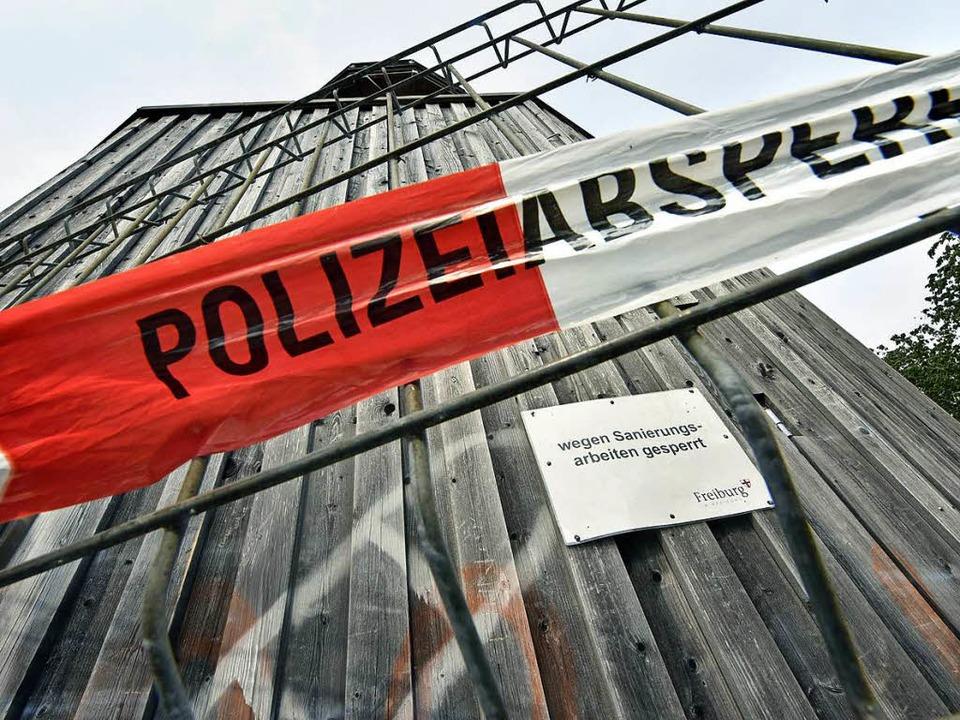 Wie lange der Turm gesperrt bleibt, ist offen.  | Foto: Michael Bamberger