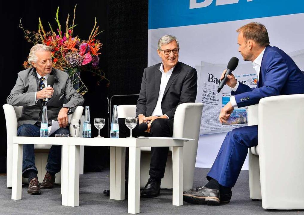 Riexinger im Talk mit Stefan Hupka (linbs) und Dietmar Ostermann.  | Foto: Michael Bamberger