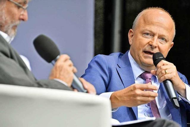Michael Theurer nimmt beim BZ-Wahltag in Freiburg den Verbrennungsmotor in Schutz