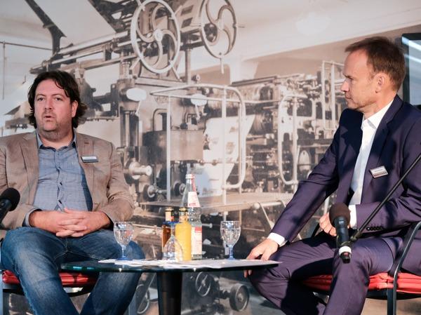 Christoph Ziedler, Chef des Berliner Büros der BZ im Gespräch mit Dietmar Ostermann (rechts)
